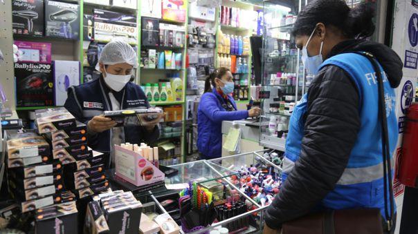 Clausuran locales en Mesa Redonda que vendían productos de belleza sin registro sanitario