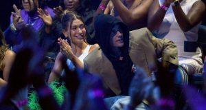 Justin Bieber gana un premio MTV VMA's por mejor artista del año y dedica un mensaje romántico a su esposa
