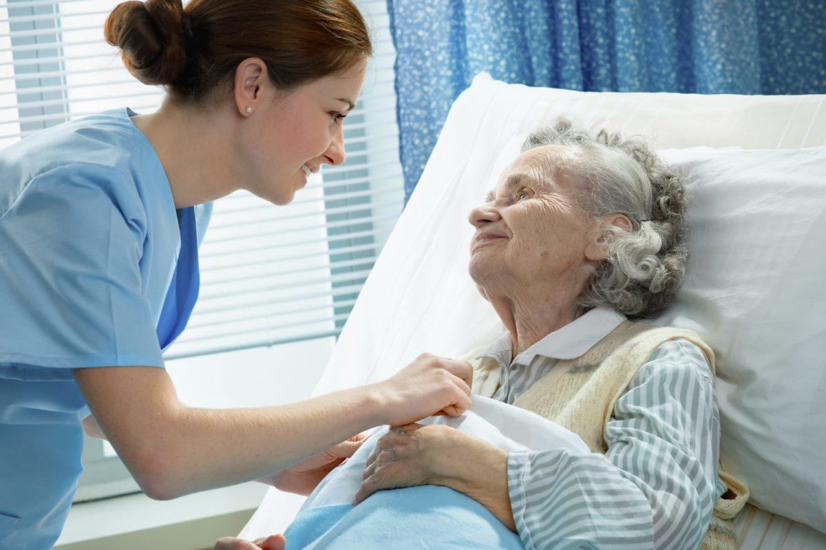 Adultos mayores deben permanecer en movimiento para evitar enfermedades