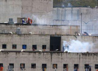 Sangriento enfrentamiento en Centro Penitenciario de Ecuador