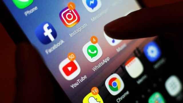 Facebook pierde billetón tras caída de sus redes sociales