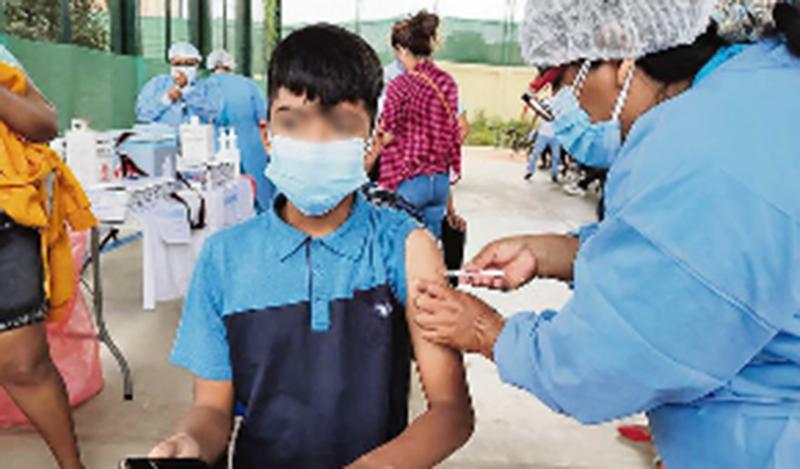 Regiones continúan vacunando a menores sin tener autorización