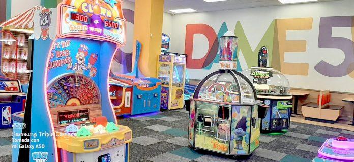 Chuck E. Cheese lleva diversión familiar al Mall Plaza Comas