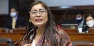 La legisladora dePerú Libre Kelly Portalatino dijo que las ministras no mencionaron su inclusión en el Gabinete con el partido de Gobierno.