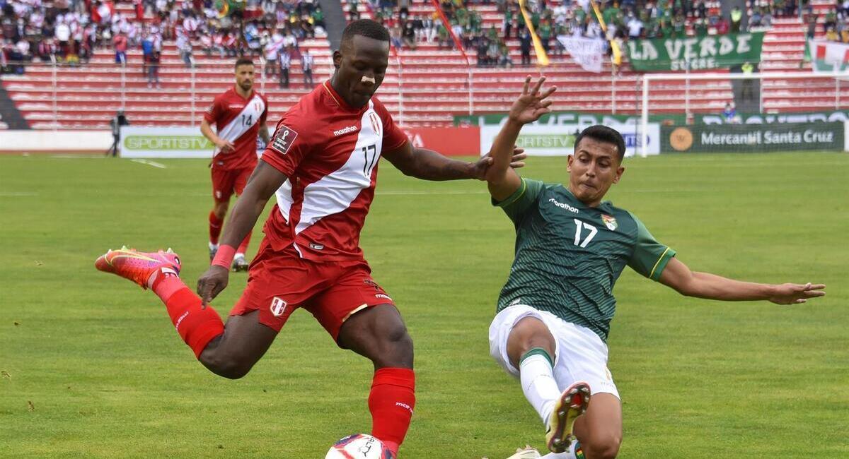 Ricardo Gareca dijo que Advíncula estaría en el Argentina vs Perú